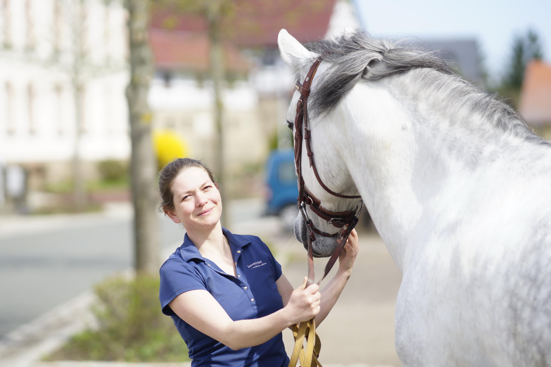 Denise König – Pferdepflegerin der Reitanlage des Gutshofs Taute