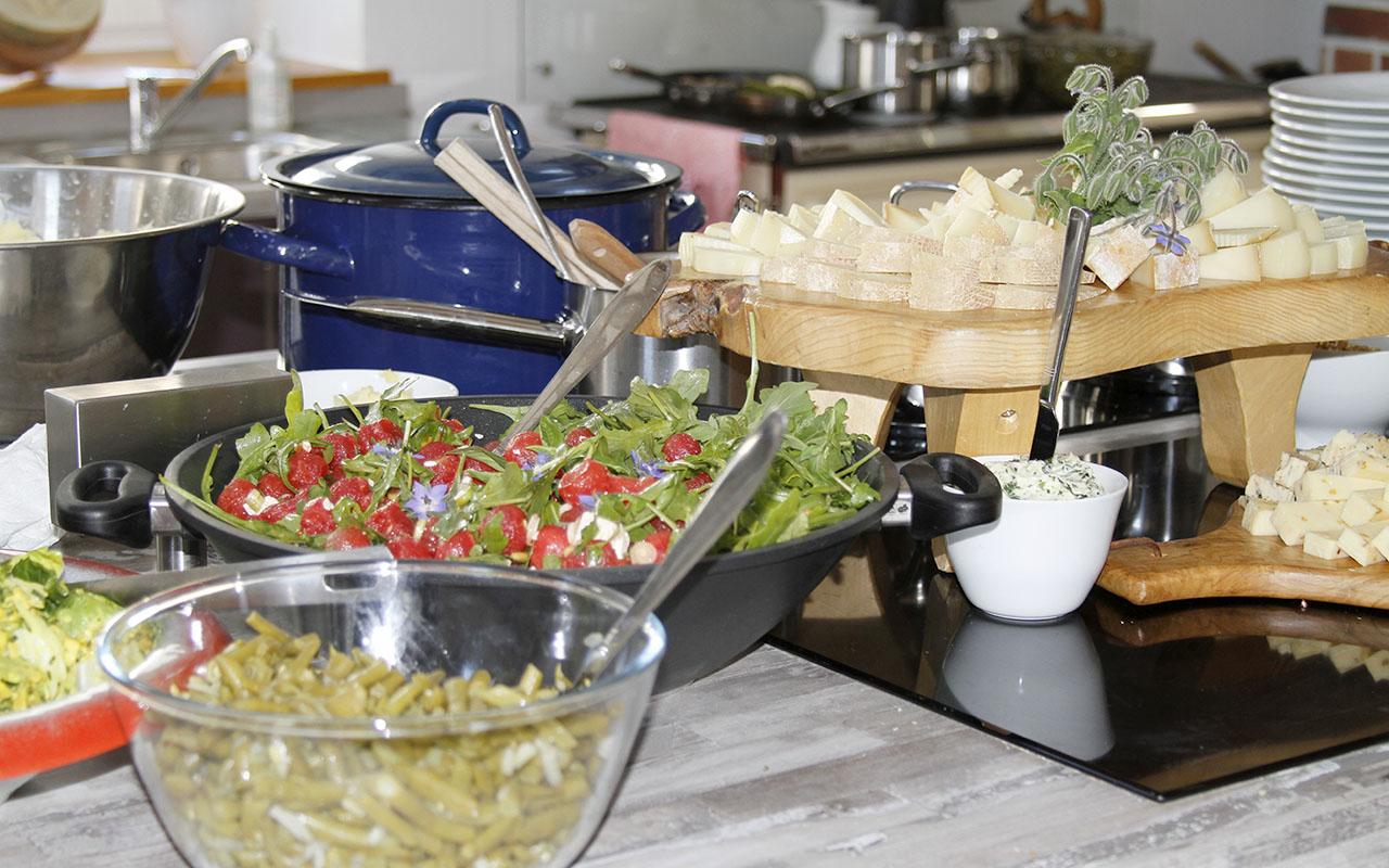 Aus frischen Zutaten wird leckeres Essen in unserer Mit-Mach-Küche im Gräfenbrücker Eventhof