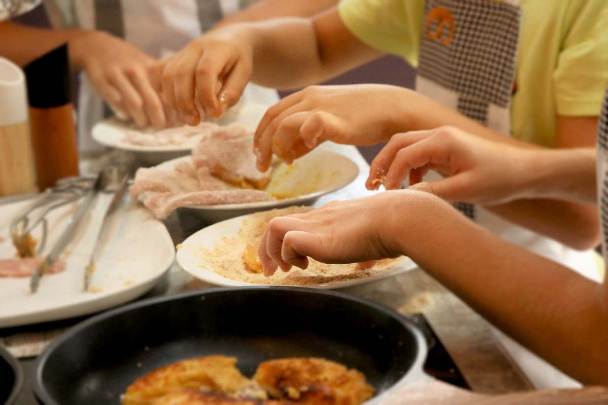 Tasten, Riechen und Schmecken bei den Kochkursen in unserer Mit-Mach-Küche im Gräfenbrücker Eventhof.