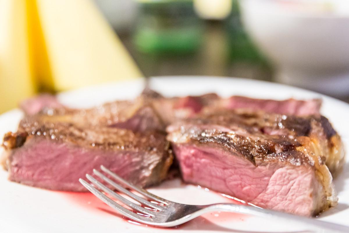 Steak-Genuss selbst gemacht – Lernen wie es geht in der Mit-Mach-Küche des Gräfenbrücker Eventhofs