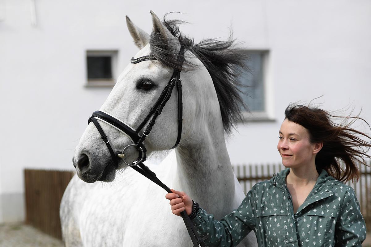 Anne Loewe – Pferdepflegerin der Reitanlage des Gutshofs Taute